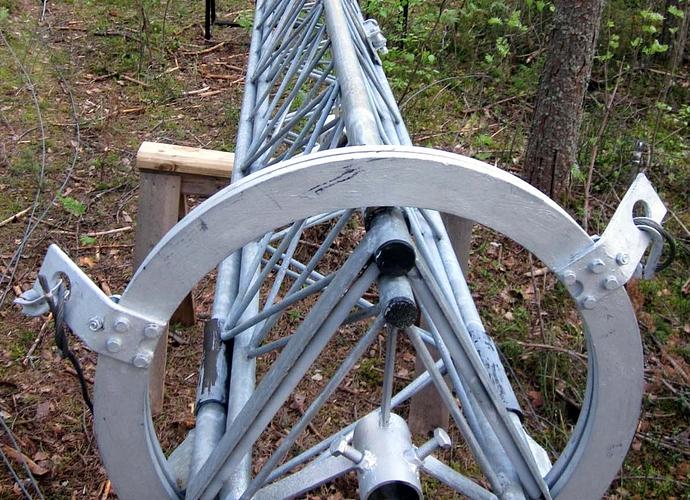 IMG_5871 Alemman haruslaakerin sovitus maston yläpäähän (c) OH7HJ.JPG
