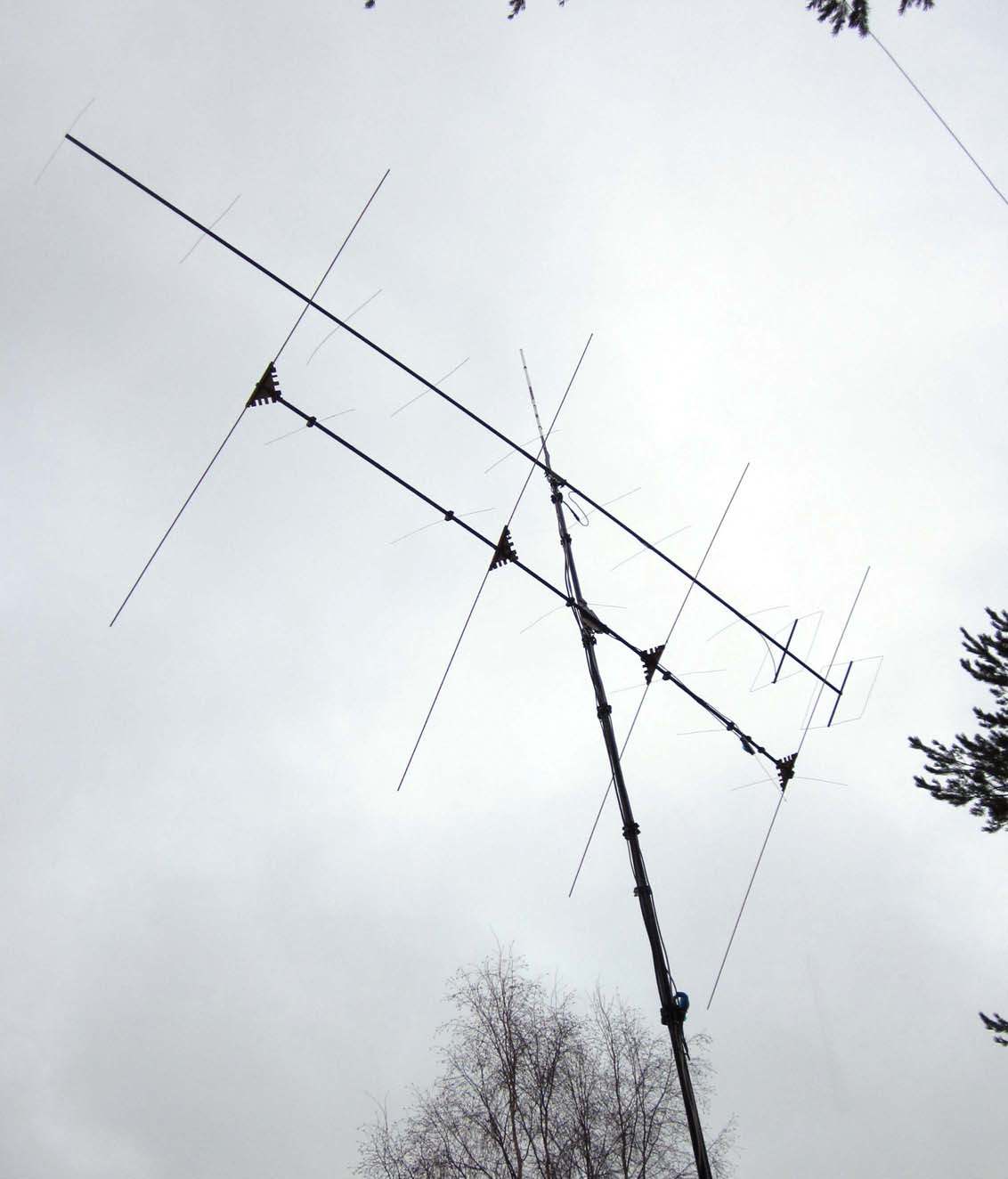 IMG_2033 2011-12-26 Aerials used in 144 MHz and 50 MHz aircraft scatter experiments (c) OH7HJ.JPG