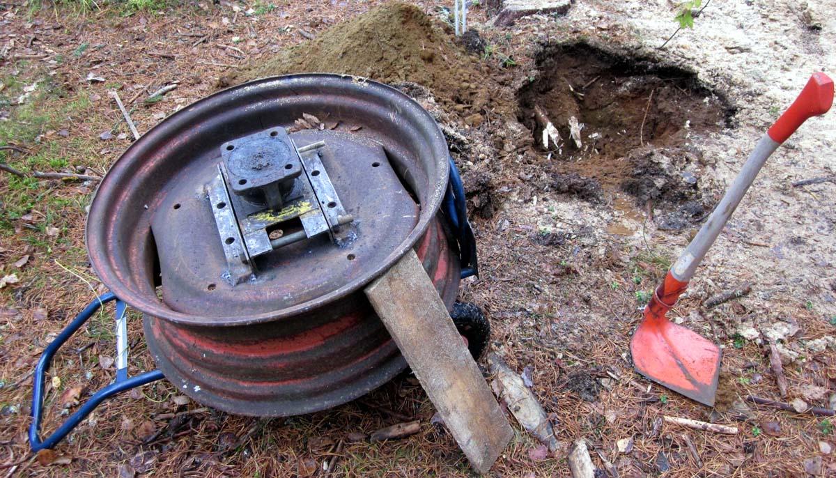 IMG_3856 Traktorinvanne maahan upotettavaksi antenninjalaksi - Jos ei kerkii laittaa tänä syksynä niin keväällä sitten (c) OH7HJ.JPG